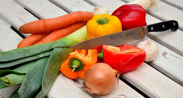vegetables-knife-paprika-traffic-light-vegetable-40191 (1)