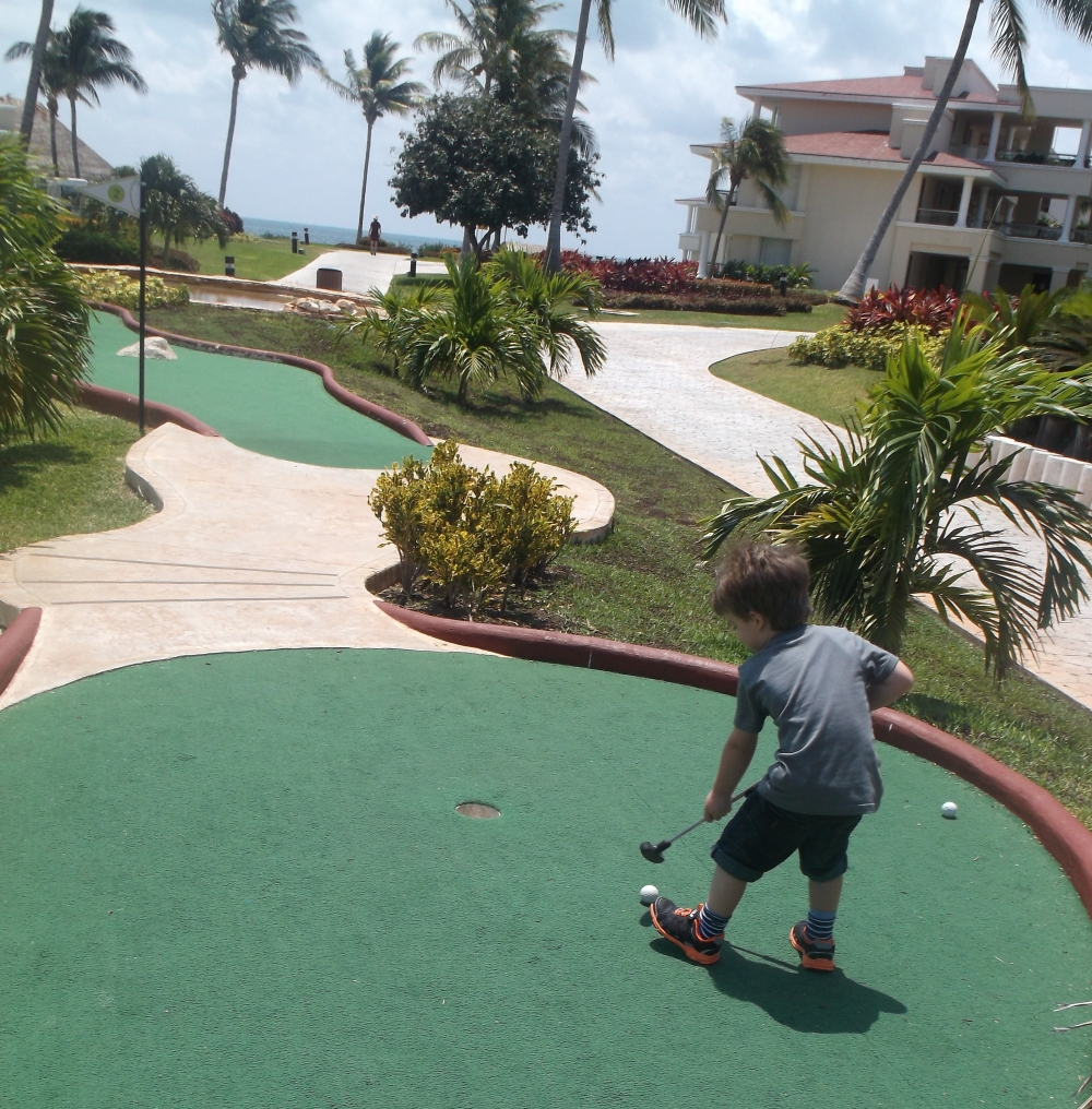 Mini golf at Moon Palace